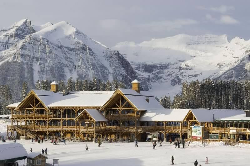 skiing_lakelouise_lodge_lg